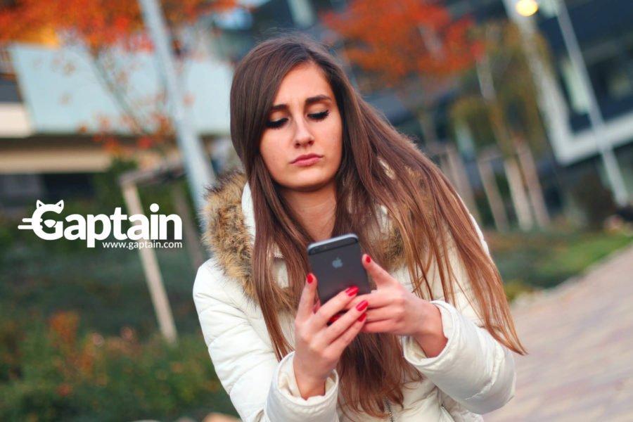 Adolescentes en las apps de citas en línea para adultos