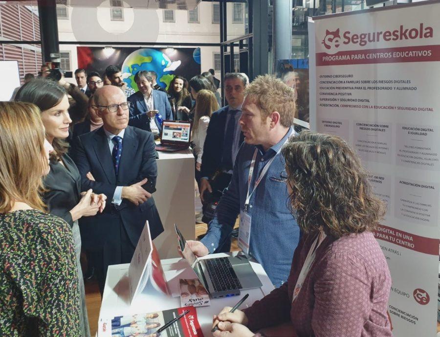 Reina Leticia conoce Segureskola en el Día de internet Segura